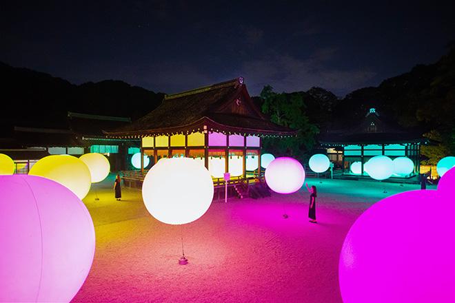 Floating, Resonating Spheres – Shimogamo Shrine, teamLab, 2016