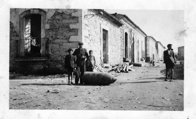 Dots to Specific – 13 IV 1941 (Progetto fotografico)