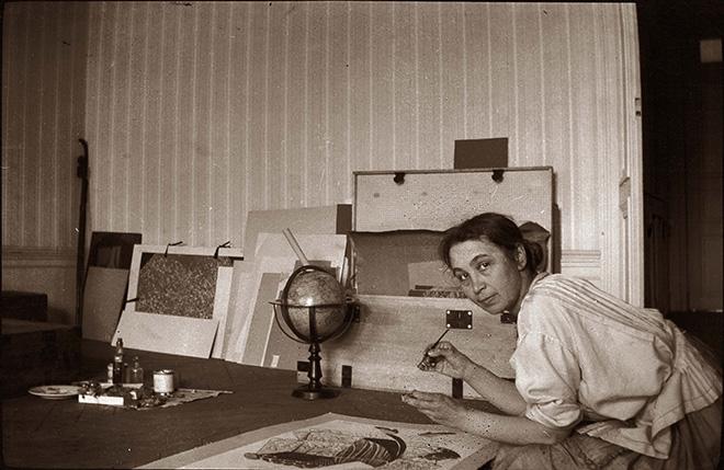 Natalia Goncharova nella casa parigina di rue Jacques Callot 16, 1918-1919 circa, Mosca, Galleria Statale Tretyakov