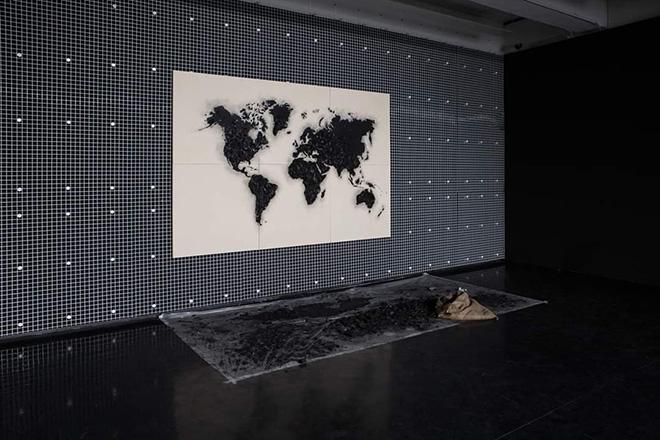 Vito Bongiorno - Museo Macro, Roma. Our Planet, 300x200 cm. carbone e cenere su tavola, 2019