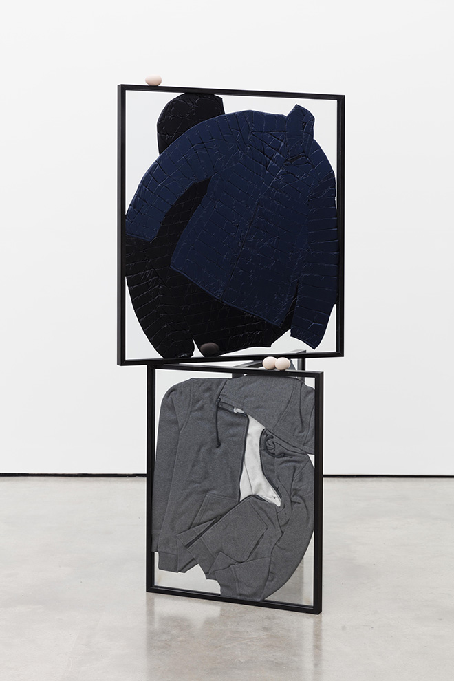 Prem Sahib, Taken by Your Equivocal Stance III, 2015. Puffer jackets, hoodies, glass, steel, jesmonite, paint. 185 x 88,5 x 69,5 cm. Courtesy Galleria Lorcan Oí Neill. Exhibition view: BREATHLESS / SENZA RESPIRO - London Art Now / Arte Contemporanea a Londra.