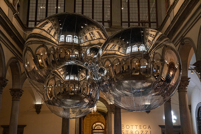 Tomás Saraceno. Aria - Installation view, Palazzo Strozzi, Firenze. Photography ®Ela Bialkowska, OKNO Studio