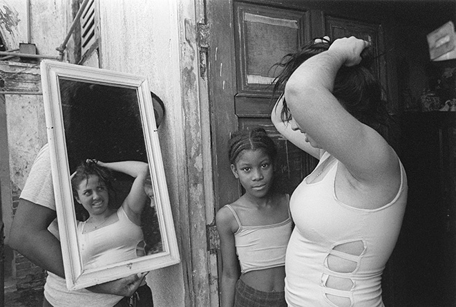 Kattia García - Las mujeres sostienen la mitad del cielo series. 2001. Courtesy of the artist and Catalogo de Fotografas Cubanas