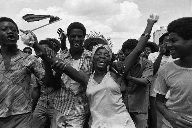 Maria Eugenia Haya - Marcha del pueblo combatiente series. 1980. Courtesy of Maria Garcia Haya and Catalogo de Fotografas Cubanas