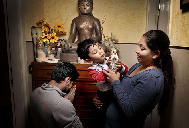 Tutte le ore del mondo - La preghiera, Nilusha e la sua famiglia, Sri Lanka @FondazioneBracco, Gerald Bruneau