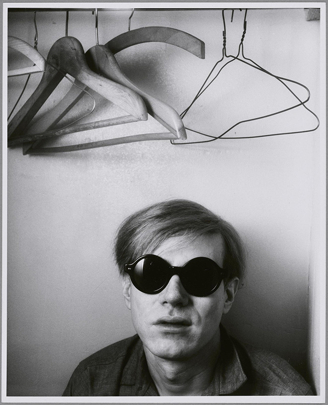 Shunk-Kender. Andy Warhol, Hôtel Royale Bison, Parigi, maggio 1965 Donazione della Roy Lichtenstein Foundation in memoria di Harry Shunk e Janos Kender. Foto: Shunk-Kender © J. Paul Getty Trust. Tutti i diritti riservati
