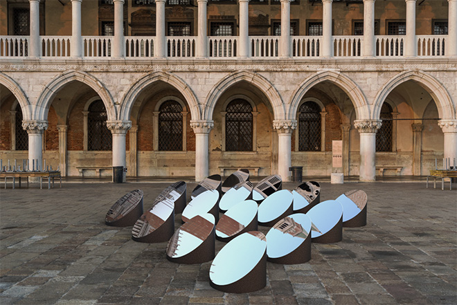 Arnaud Lapierre Design Studio - AZIMUT, Dynamic Mirror Art Installation, Venice, Italy, 2020. Photo credits: ARNAUD LAPIERRE & ANDREA GIANDINI ©