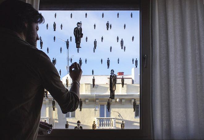 Pejac - #STAYARTHOMEPEJAC, Arte dalla finestra di casa