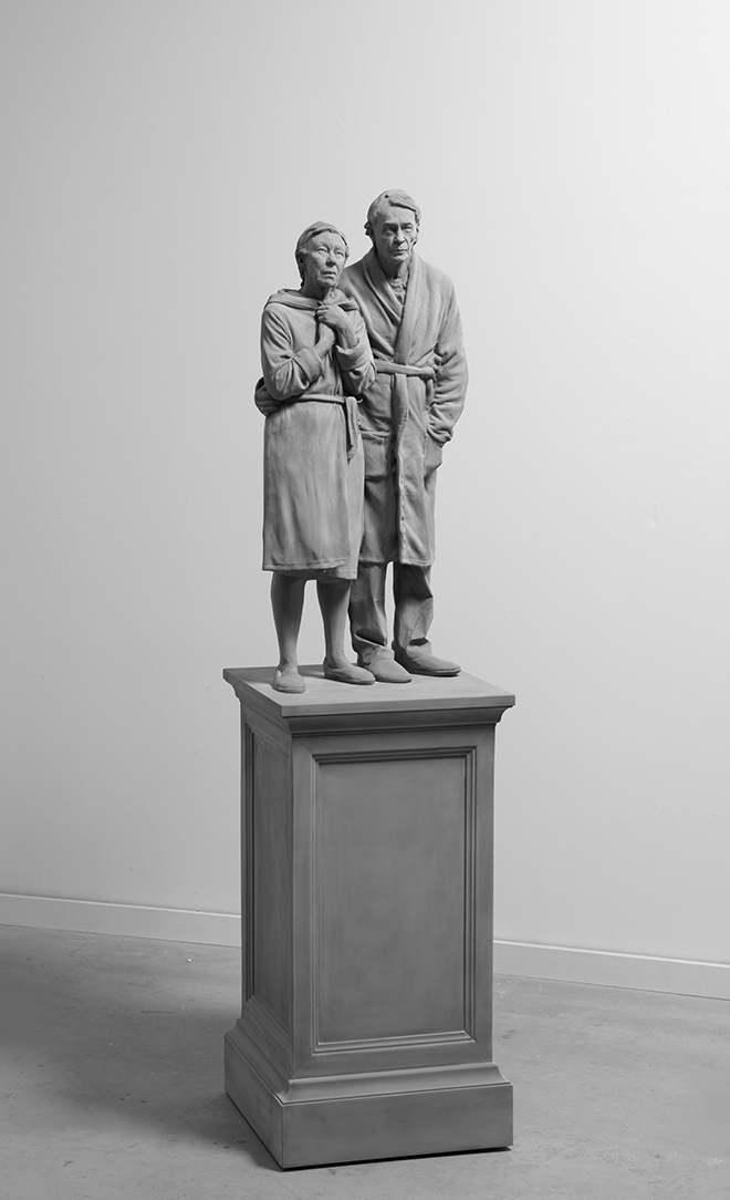 Hans Op de Beeck - Mum and Dad, 2019. Scultura: poliestere, legno, rivestimento 165 x 42 x 42 cm, 2019. Courtesy: the artist and GALLERIA CONTINUA Photo by: Studio Hans Op de Beeck