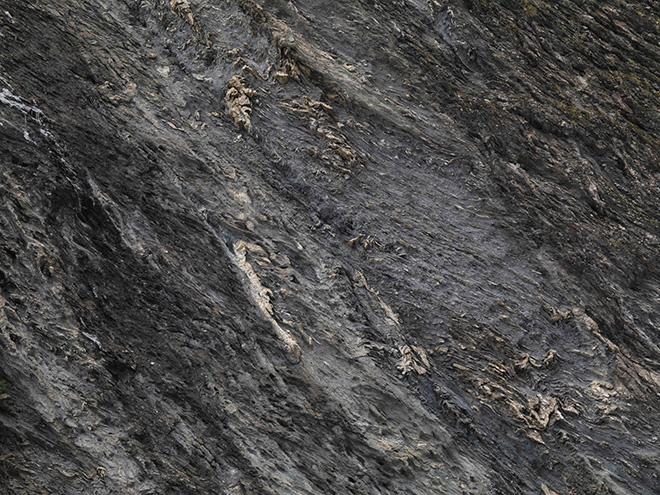 Patrick Rohner: Die Natur kennt keine Katastrophen (Felswand, Foto: Jürg Zürcher) - Art Safiental 2020