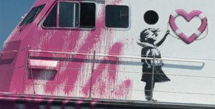 Banksy e il sostegno alla LouiseMichel - Quando l'arte diventa azione e salva vita umane