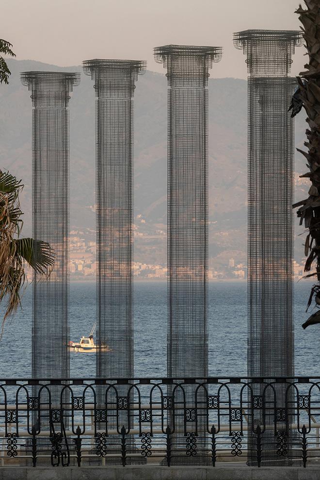 Edoardo Tresoldi - Opera (lungomare Falcomatà di Reggio Calabria). photo credit: ©Roberto Conte