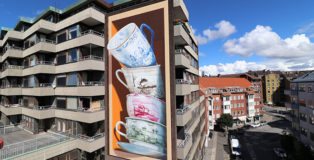 Leon Keer - Shattering, mural in Helsingborg, Sweden, 2020. photo credit: ©Leon Keer