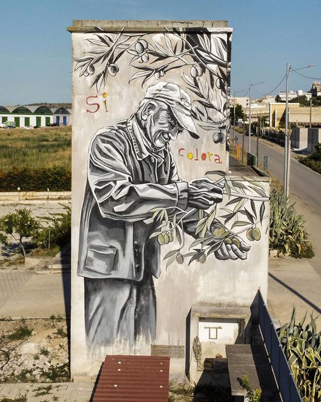 Piskv - (Si colora quando tocca le sue mani), murale a Canosa di Puglia (BAT)