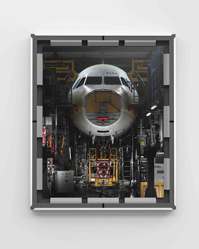 MAXIME GUYON. Aircraft, Catena di montaggio Airbus, veduta frontale di una cabina di pilotaggio /Airbus assembly line, front view of a cockpit, 2019. © Maxime Guyon