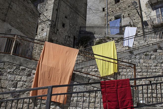 Alberonero - Cvtà Street Fest 2020, Civitacampomarano. The gesture of hanging out the laundry, tought by Italian artist Alberonero for Cvtà Street Fest 2020, claims the presence of Civita citizens. Photo credit: Giorgio Coen Cagli.