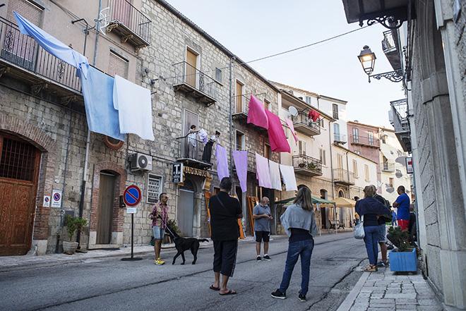 Alberonero - Cvtà Street Fest 2020, Civitacampomarano. Photo credit: Giorgio Coen Cagli. People discuss and find together the right place to set up the new idea of Italian artist Alberonero for Cvtà Street Fest 2020.