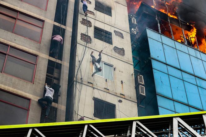 Mohammad Sazid Hossain - Death of a Fire Victim, 1 classificato Documentary & Photojournalism, Siena International Photo Awards 2020