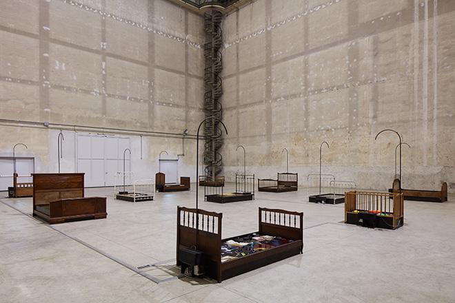 Chen Zhen - Jardin-Lavoir, 2000, Installation view, Pirelli HangarBicocca, Milan, 2020. © ADAGP, Paris. Courtesy Pirelli HangarBicocca, Milan, and GALLERIA CONTINUA. Photo: Agostino Osio.