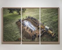 Omelia contadina, Dario Sforza, Sepoltura, Tryptique, Castel Giorgio, Italie, 2019. Color print, dibond, mat plexiglass, american flushed maple frame 160 x 260 x 9 cm in total (3 panels). Courtesy: the artist and GALLERIA CONTINUA Photo by: Ela Bialkowska, OKNO Studio.