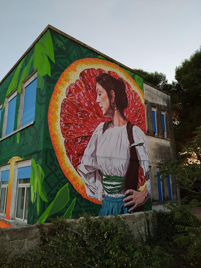 Mauro Patta - Ethnika, murale presso il plesso scolastico dell'ex monastero di Lentini, quartiere Badia.  Photo credit: Francesco Quadarella e Nuccio Costa.