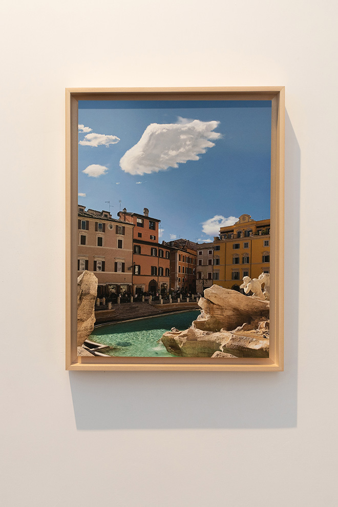 Leandro Erlich - Ala (Fontana di Trevi), 2020. stampa su carta Hahnemühle Ultrasmooth 30 x 40 cm 35 x 45 cm incorniciata, 2020. print on Hahnemühle Ultrasmooth Paper 30 x 40 cm | 11,81 x 15,78 in 35 x 45 cm| 13,77 x 17,71 in framed. Courtesy: the artist and GALLERIA CONTINUA Photo by: Giovanni De Angelis.