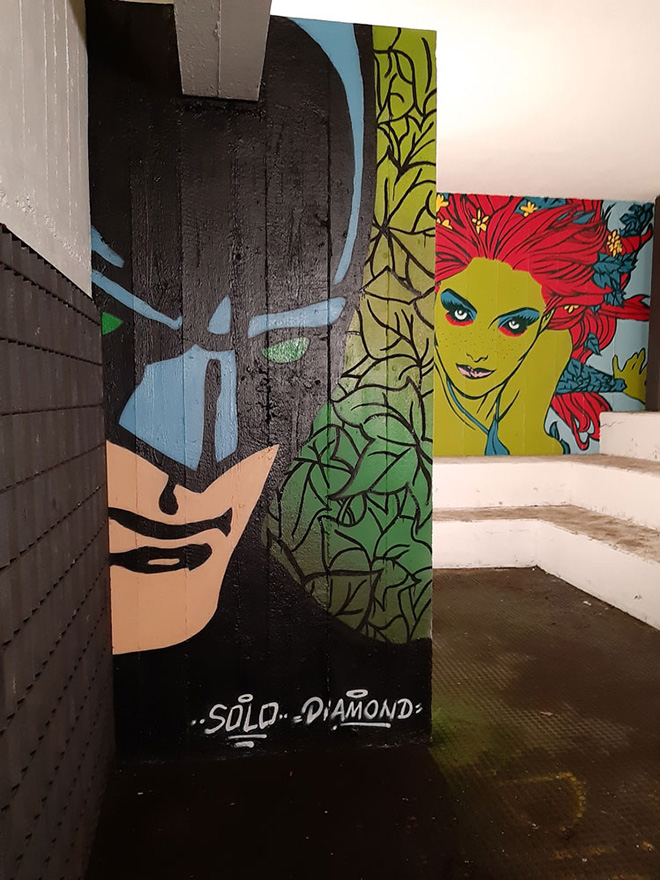 Solo e Diamond, Listen to me Ivy 2021, murale, Via Dina Galli 8, Roma, dettaglio con Batman e Poison Ivy, progetto Another World. photo credit: LAP
