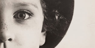 Max Burchartz, Lotte (Eye), 1928, Stampa alla gelatina ai sali d'argento, 30.2 x 40 cm The Museum of Modern Art, New York, Thomas Walther Collection. Acquired through the generosity of Peter Norton © 2021, ProLitteris, Zürich. Digital Image © 2021 The Museum of Modern Art, New York/Scala, Florence.