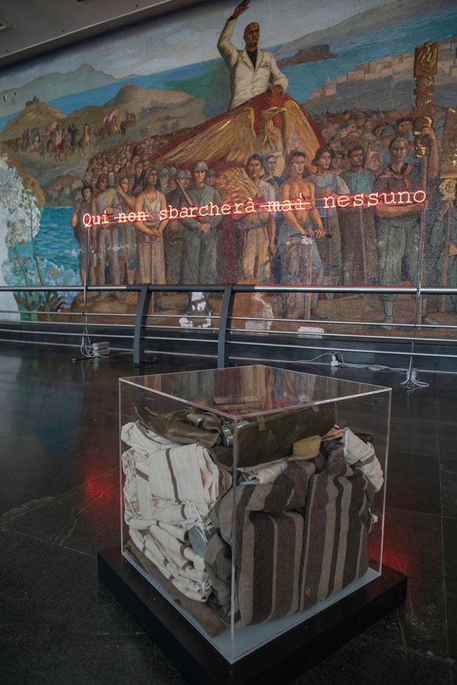 Ninni Donato, Qui non sbarcherà mai nessuno, 2021 installazione site-specific, neon e mixed media, dimensioni ambientali veduta di Station to Station, Salone dei Mosaici di Messina Marittima.