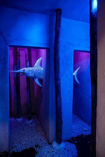 Grazia Bono & Giovanni Brandolino, Knightfish - un pesce in camera doppia, 2021, scultura rivestita in carta disegnata, sale, dimensioni ambientali veduta di Station to Station, Bunker di Reggio Calabria Centrale