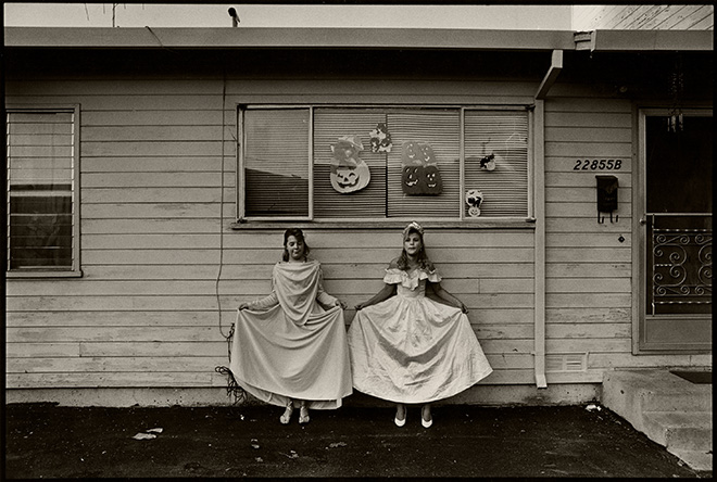 Saul Bromberger - Julie and Jessica, Halloween,  Hayward, CA 1988. © Saul Bromberger/All About Photo