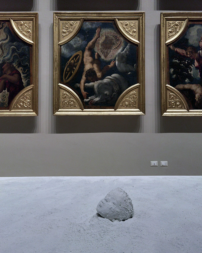 Mustafa Sabbagh, Spazio Disponibile: MK-Ultra - Galleria Estense di Modena, 2021. installazione site-specific (scultura in ceramica, silicone, polvere di gesso e altro, dimensioni ambientali). courtesy: l'artista, Traffic Gallery (BG)