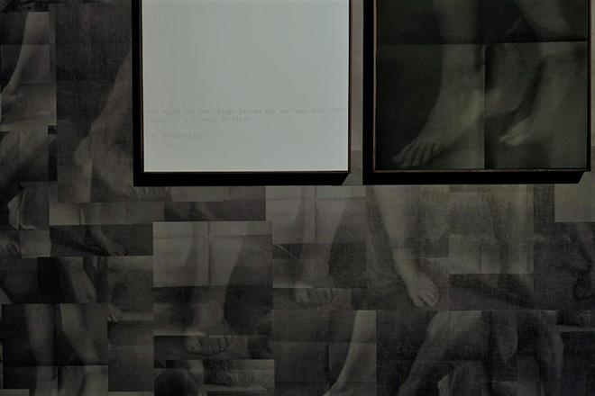 Mustafa Sabbagh, Spazio Disponibile: epidermide in pixel - Galleria Estense di Modena, 2021. installazione site-specific (stampe fine art, stampe fotografiche su plotter, dimensioni ambientali). courtesy: l'artista, Gallerie Estensi
