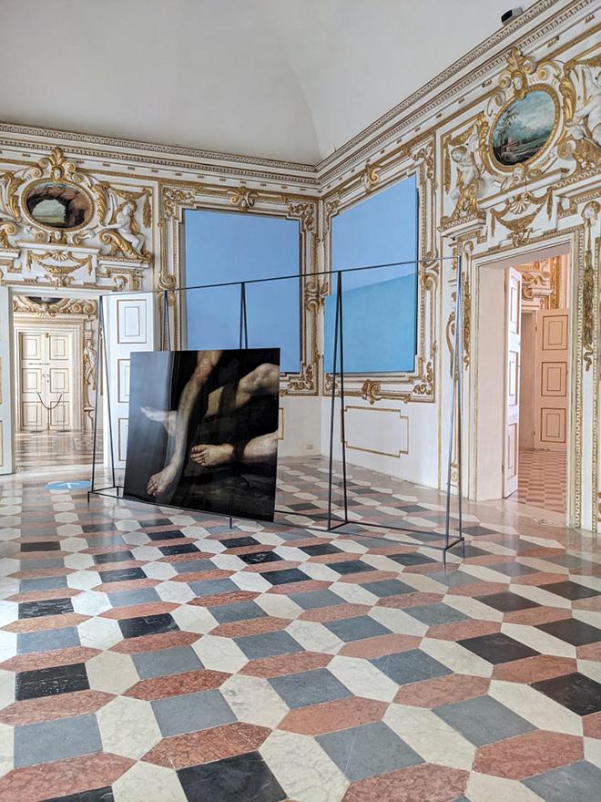 Mustafa Sabbagh, Spazio Disponibile: display in frame - Palazzo Ducale di Sassuolo, 2021.installazione site-specific (mixed media, dimensioni ambientali). courtesy: l'artista, Gallerie Estensi