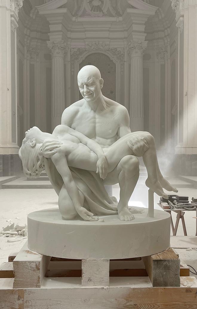JAGO - Pietà, installazione presso la Basilica di Santa Maria in Montesanto, Roma