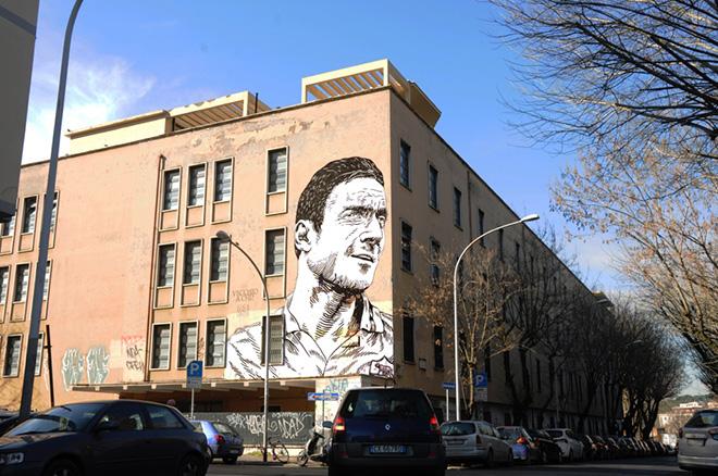 Lucamaleonte - Vecchio a chi?, murale a Roma. photo courtesy of 999Contemporary